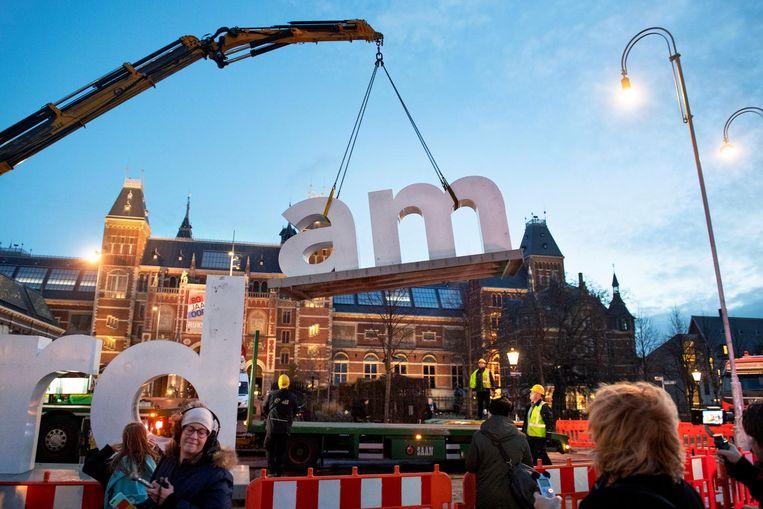 3 december 2018: de letters worden weggehaald van het Museumplein Beeld anp
