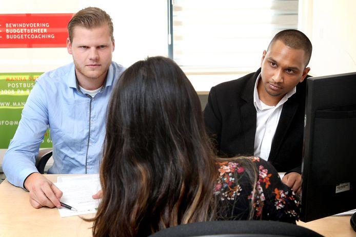 Juristen van BurgerkrachtCentraal helpen mensen bij het aanvragen van een bijstandsuitkering.