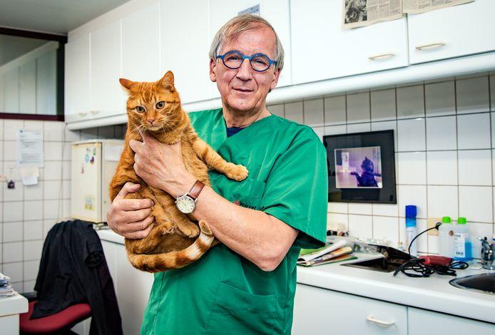 Auteur Frans Van Tendeloo is nog steeds aan de slag als dierenarts in zijn geboortestad Herentals. Als zijn gezondheid het toelaat, hoopt hij nog enkele jaren aan de slag te blijven.