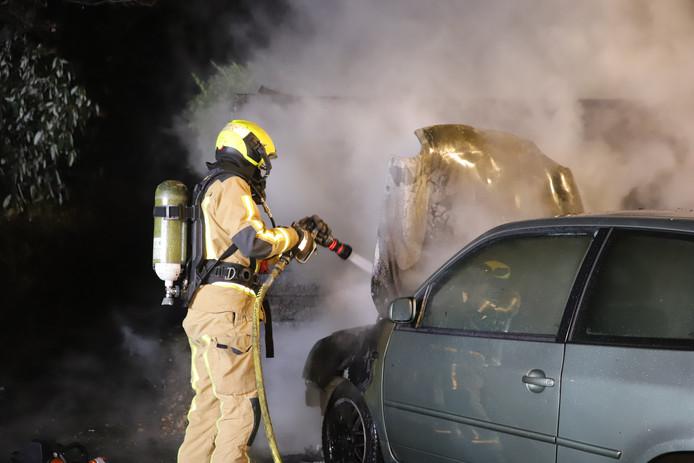 Een autobrand in Delft.