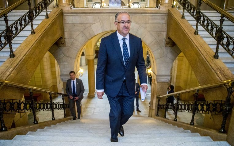 De Rotterdamse burgemeester Ahmed Aboutaleb (PvdA), hier in het stadhuis, werd in 2009 vijandig onthaald door Leefbaar dat vond dat hij zijn Marokkaanse paspoort moest terugsturen. Beeld ANP
