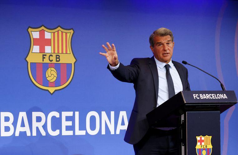 Barcelonavoorzitter Joan Laporta haalde op een persconferentie uit naar zijn voorganger. 'Bij welke leugen ben ik nu? Ik ben de tel inmiddels kwijt, sorry.' Beeld REUTERS