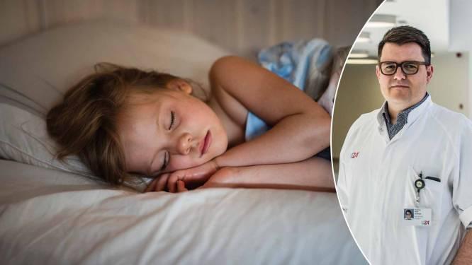"""Prof waarschuwt voor snurken bij kinderen: """"We moeten af van de schattigheid of onschuld van het snurkend baby'tje of kind"""""""