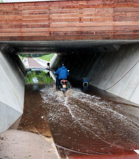 Nieuwe fietstunnel bij Ommen loopt nu al vol met water, maar provincie zegt: 'Geen zorgen'