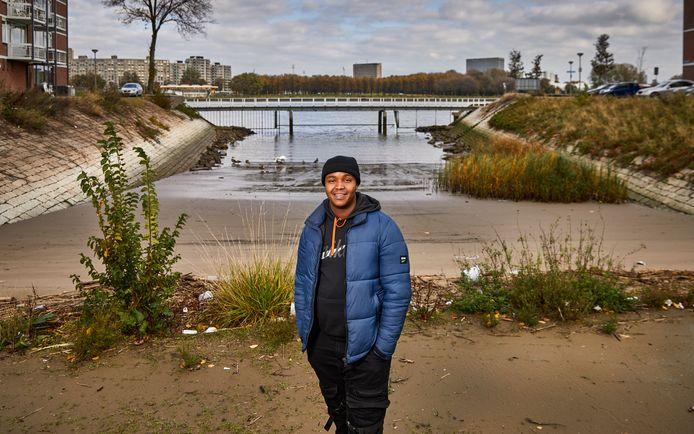 """Mohamed Guled (17) in Rotterdam Feijenoord: ,,Als je goed bezig bent in je buurt, wordt er met bewondering naar je gekeken. Dat zijn de meeste jongeren niet gewend."""""""