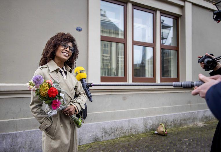 Partijleider Sylvana Simons op het Binnenhof, de dag na de Tweede Kamerverkiezingen. Beeld ANP