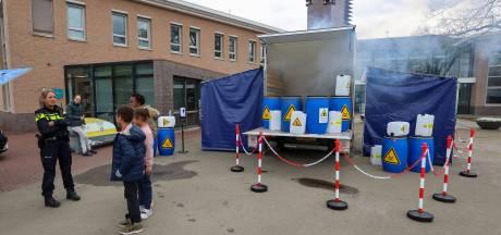 Dumping van 'drugsafval' bij het gemeentehuis in Eersel; actie moet burgers bewuster maken van drugscriminaliteit