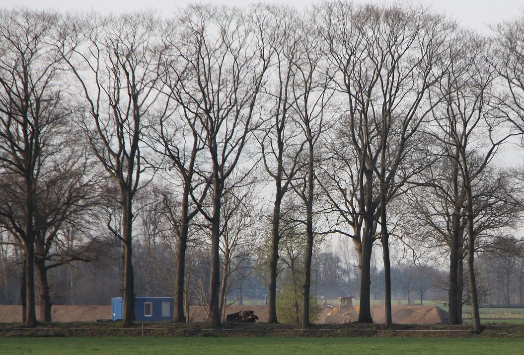 De 8,6 hectare tussen Het Aamschot en de Leerinkbeek wordt in gereedheid gebracht voor de 28.000 zonnepanelen die Zonnepark Batendijk moet tellen.