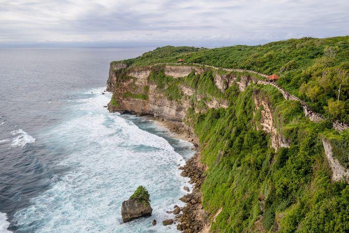 Foto ter illustratie. De vrouw moest te pletter storten van een klif in Bali. Op pure wilskracht wist ze te overleven.