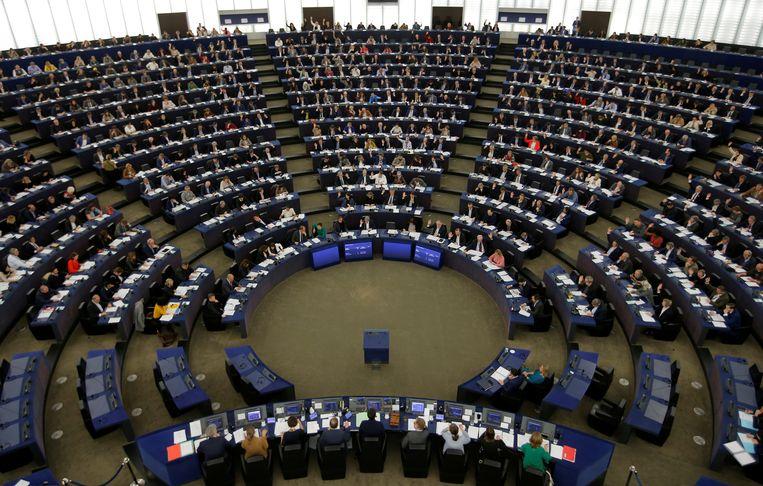 De plenaire zaal van het Europees Parlement in Straatsburg tijdens een stemming in november vorig jaar. Door de coronacrisis is de zaal al vier maanden ongebruikt. De laatste zitting was op 13 februari.  Beeld REUTERS