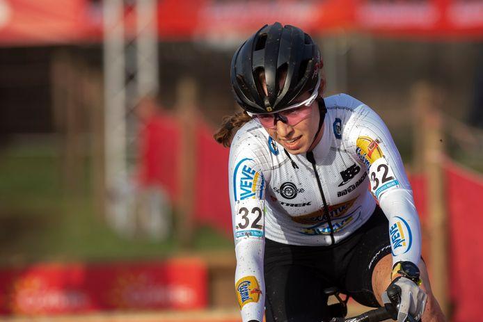 Shirin van Anrooij kon in Woerden met de voorsten mee en werd vierde.