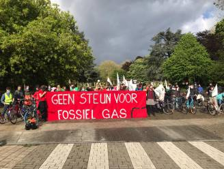 """Vijftig protestfietsers verzetten zich tegen nieuwe fossiele gascentrale in Wondelgem: """"We gaan er weer op achteruit"""""""