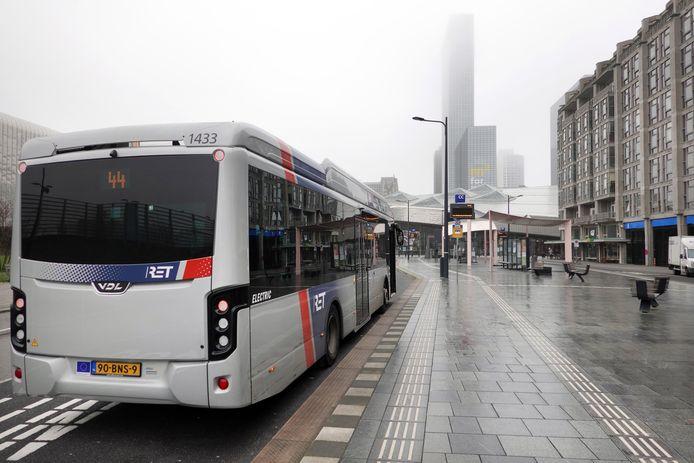 Openbaarvervoerbedrijven moeten deze maand met bezuinigingsvoorstellen komen. De ov-reizigers gaan de ingrepen voelen.