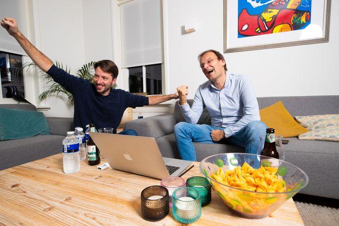 D66-lijsttrekker Fons Potters en campagneleider Jan-Willem Verlijsdonk vieren de dikke winst.
