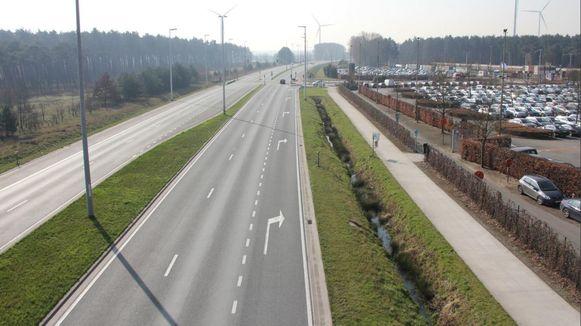 De huidige R4-Oost ter hoogte van ArcelorMittal Gent.