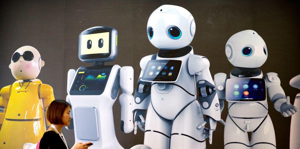 fotoreeks over In beeld: robots in elk formaat op hoogmis van de tech