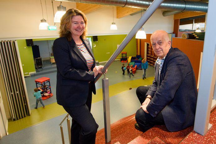 In het najaar van 2019 droeg Frans Bruinsma (r) de Skobos-leiding over aan Liesbeth van den Berg-Hardenbol.