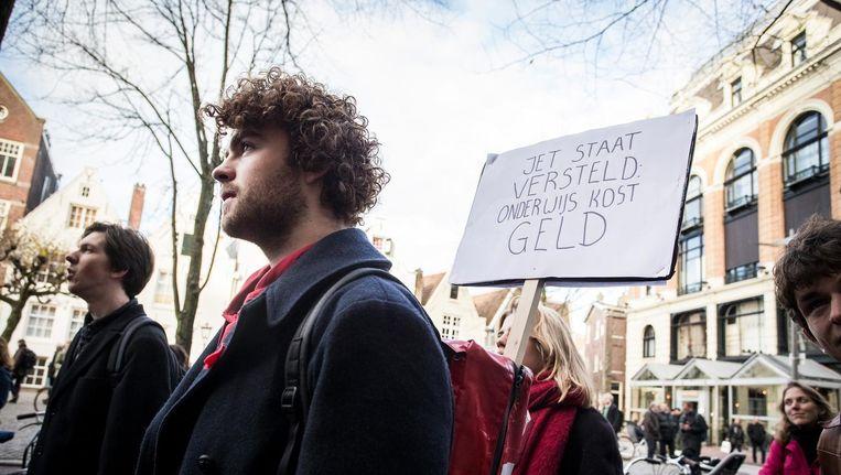 In 2015 demonstreerden studenten van de Universiteit van Amsterdam voor het Maagdenhuis tegen de bezuinigingen op de geesteswetenschappen. Beeld anp