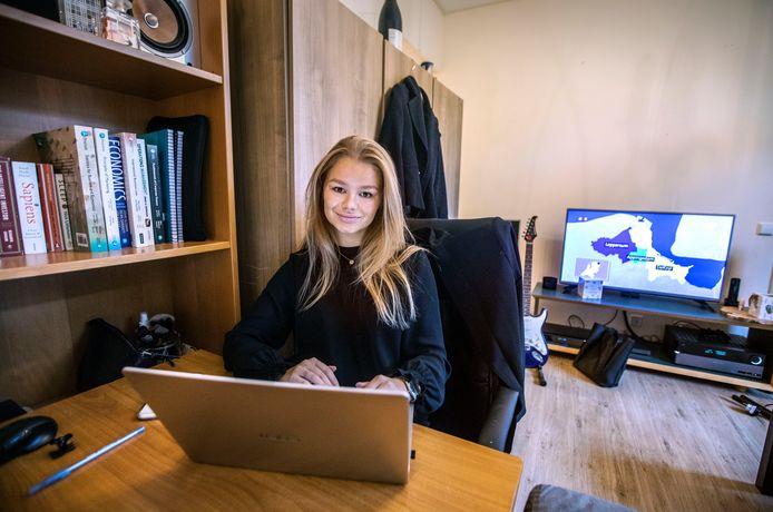 Bente van Heijningen studeert als eerstejaarsstudente International Business aan de Haagse Hogeschool al weken lang thuis in haar kamer.