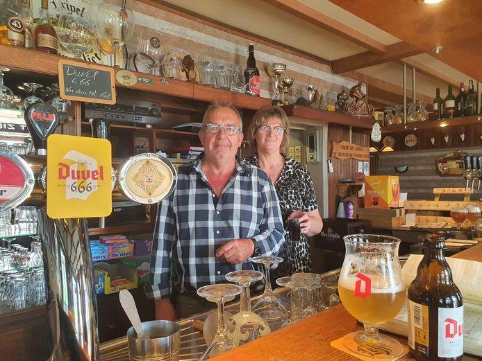Jos Snoeijs en Carin Pemen van Café in Holland in Castelré.