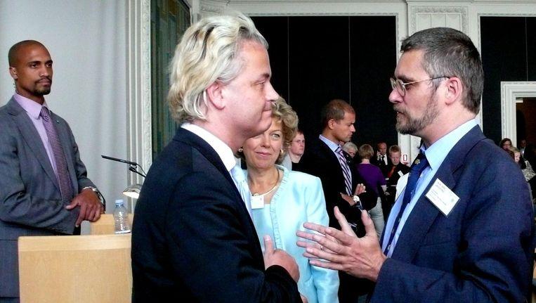 Paul Beliën in gesprek met Geert Wilders. Beeld  Snaphanen