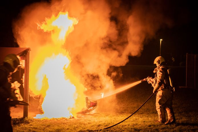 Ook de brandweer kon de scooter niet meer redden.
