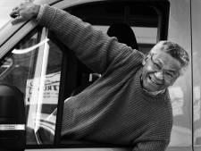 'Doe iets nuttigs voor je medemens': de 76-jarige Eli rijdt nog elke week ouderen door Culemborg