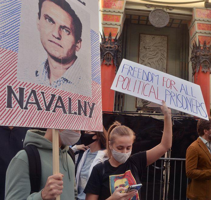 Betogers eisen de vrijlating van Navalny.