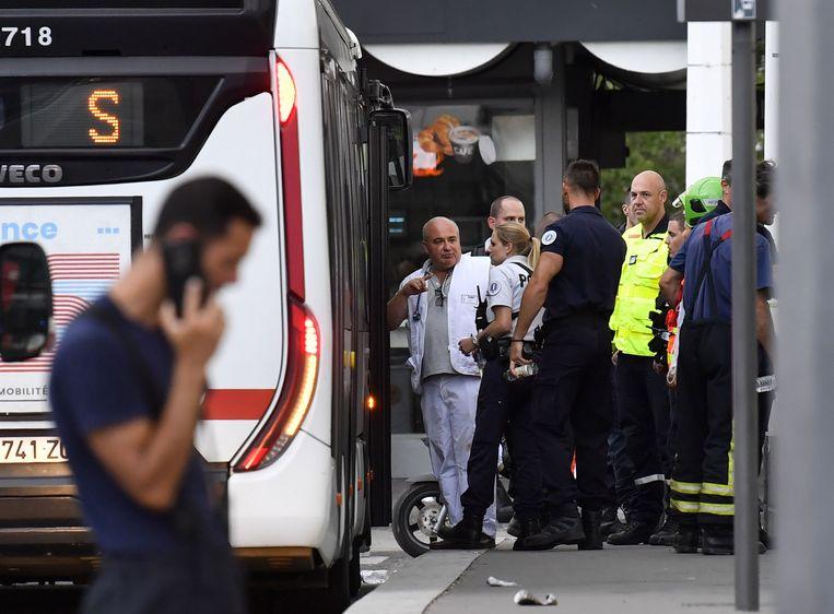 Hulpdiensten zijn ter plaatse na een steekpartij in Lyon. Beeld AFP