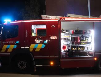 Brandende verlichtingspaal langs Hoging na kortsluiting