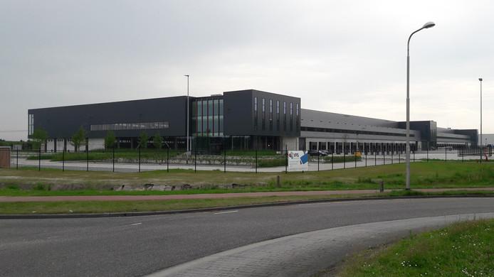 Het complex op Vossenberg West dat Tesla huurt voor de opslag van onderdelen.