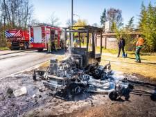 Zitmaaier vat vlam in Best, bestuurder ontkomt ternauwernood