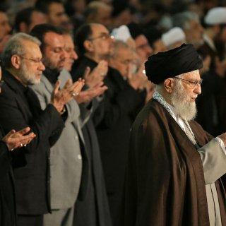 ayatollah-khamenei-gebruikt-vrijdaggebed-om-revolutionaire-garde-te-verdedigen-tegen-protesten
