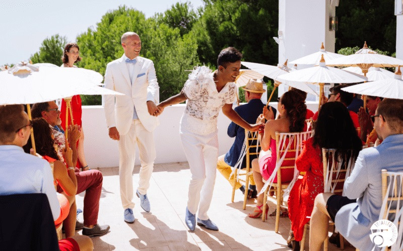 Columnist Faayyaaz van Dijk en zijn man Marco tijdens hun huwelijksdag.