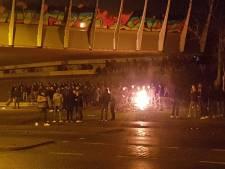 Honderd jongeren dagen agenten uit met vuurwerk onder viaduct in Staphorst: politie grijpt niet in