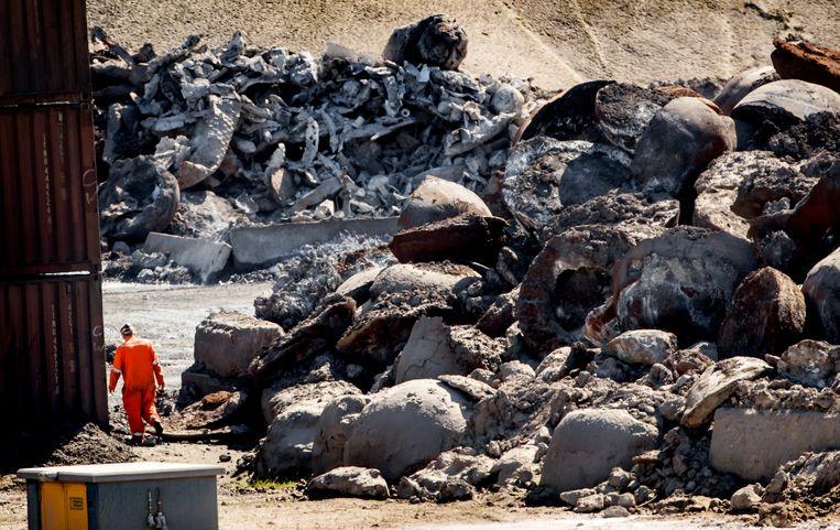 Slakken op het terrein van het bedrijf Harsco in IJmuiden, dat restproducten uit de staalfabriek Tata Steel verwerkt.  Beeld ANP