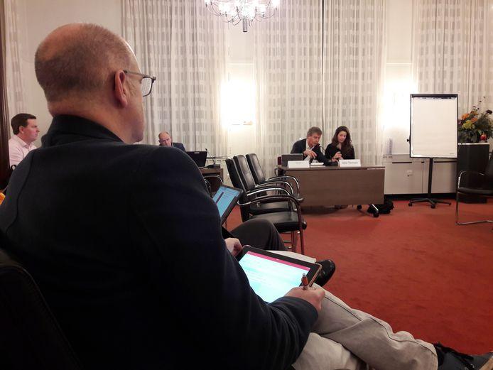 PGB-fractievoorzitter Carlo van Esch was donderdagavond aanwezig bij de inloop van wethouder Peter Smit, die Stefanie Vulders als gespreksleider aan zijn zijde had
