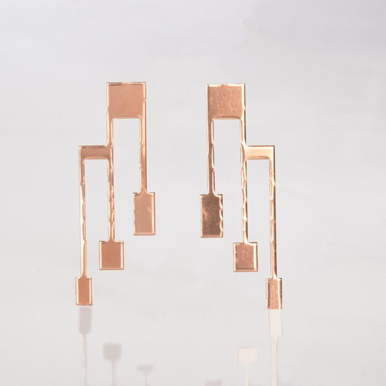 Koperkleurige drietand-oorbellen  Beeld 1026