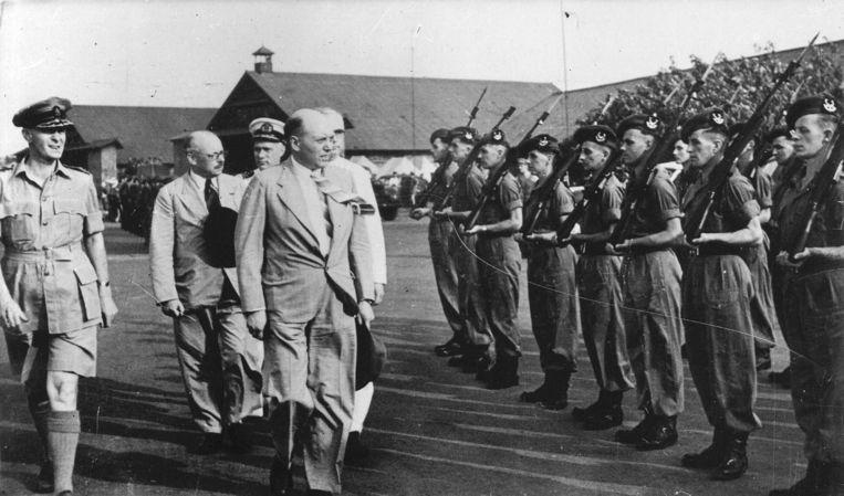 14 september 1946: aankomst van de Commissie-Generaal voor Nederlands Indië op het vliegveld Kemajoran (Batavia). Beeld ANP