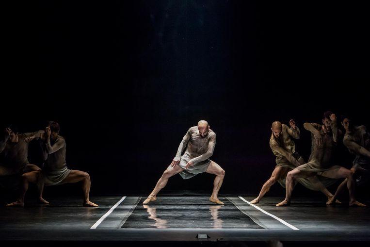 Uitvoering van Two - Boléro door het Ballet National de Marseille Beeld J.C. Verchere