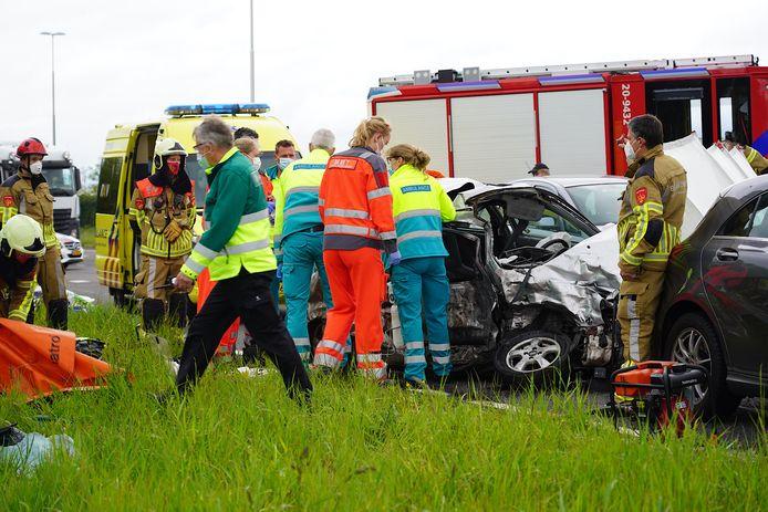 Het ongeluk op de Burgemeester Letschertweg in Tilburg.