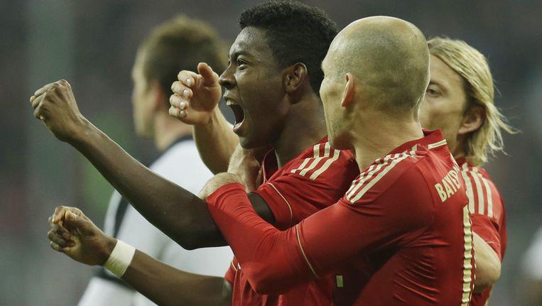 Arjen Robben viert de 2-0 van David Alaba (l). Beeld ap