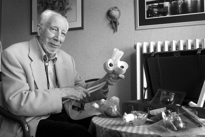 De Nederlandse arts Willem Kolff vond in 1943 te Kampen de eerste kunstnier uit. Later emigreerde hij naar de VS waar de Leidenaar ook als eerste op de wereld een werkend kunsthart fabriceerde.