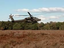 Gestrande Apache op Ginkelse Heide stijgt op richting vliegbasis