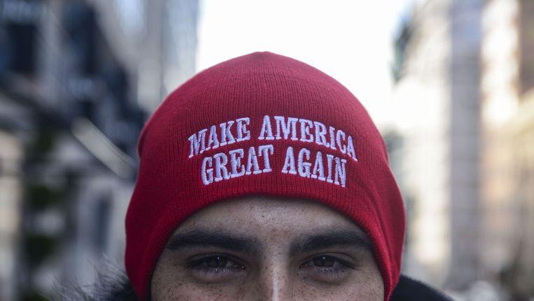 Een Trump-aanhanger met een 'Make America Great Again'-muts. Beeld Photo News
