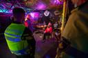 De politie in Kampen en de organisatie achter een bijeenkomst op het bedrijventerrein verschillen van mening over het begrip feest. Na een kwartiertje praten legt de organisatie zich neer bij het verbod, maar dreigt wel met een schadeclaim.