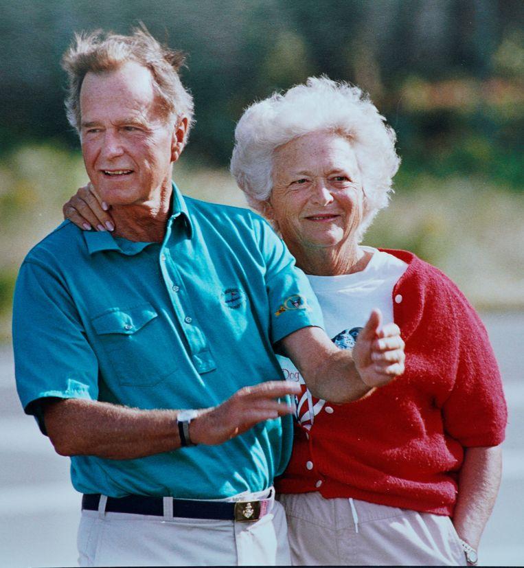 Voormalig first lady Barbara Bush, met haar man George HW Bush. Beeld REUTERS