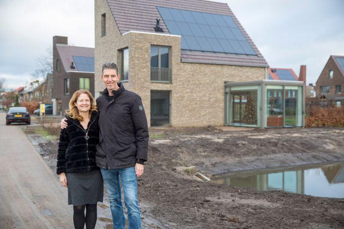 Marieke Sanders en haar man Erwin kregen begin december  de sleutel van hun huis in plan Kasteeltuinen Geldrop.