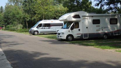 Provincie geeft 65.000 euro subsidie voor aanleg van parkeerterrein voor kampeerauto's in kasteeldomein, maar gemeente-ambtenaar weigert vergunning