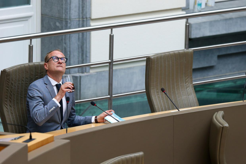 Vlaams minister Ben Weyts (N-VA) in het Vlaams Parlement. Op het moment dat Lantis (toen nog BAM geheten) het akkoord met 3M sloot, viel ze volledig onder de verantwoordelijkheid van toenmalig minister van Mobiliteit Ben Weyts (N-VA). Beeld BELGA